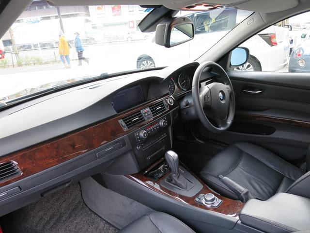 BMW BMW 320iツーリング ハイラインパッケージ 純正HDDナビ黒革