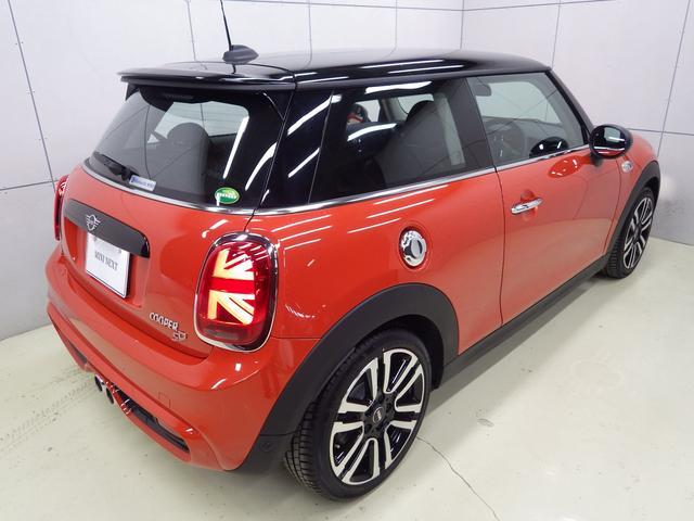斜め45度から眺めた車体が一番美しくデザインされており、見る人を惹きつけます。