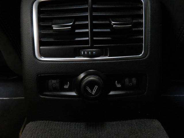 後部座席にもシートヒーターが装備されてます。