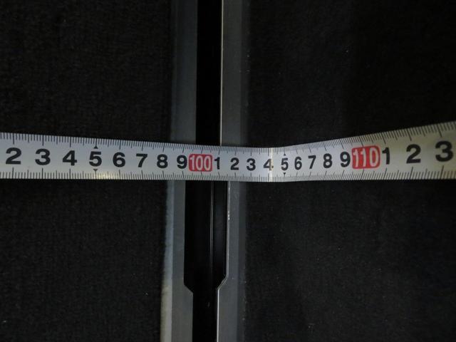 ラゲッジルーム横幅はおおよそ104cmです