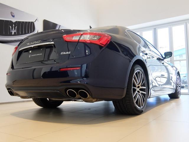 ベースグレード GranLusso 左ハンドル 赤革 ナビ ETC 19AW 新車保証継承(6枚目)
