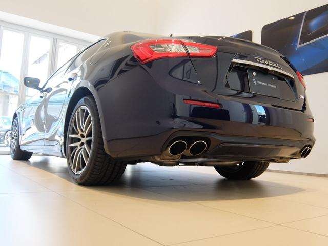 ベースグレード GranLusso 左ハンドル 赤革 ナビ ETC 19AW 新車保証継承(8枚目)