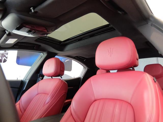 ベースグレード GranLusso 左ハンドル 赤革 ナビ ETC 19AW 新車保証継承(12枚目)