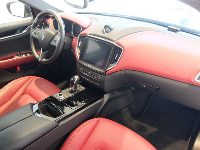 ベースグレード GranLusso 左ハンドル 赤革 ナビ ETC 19AW 新車保証継承(14枚目)