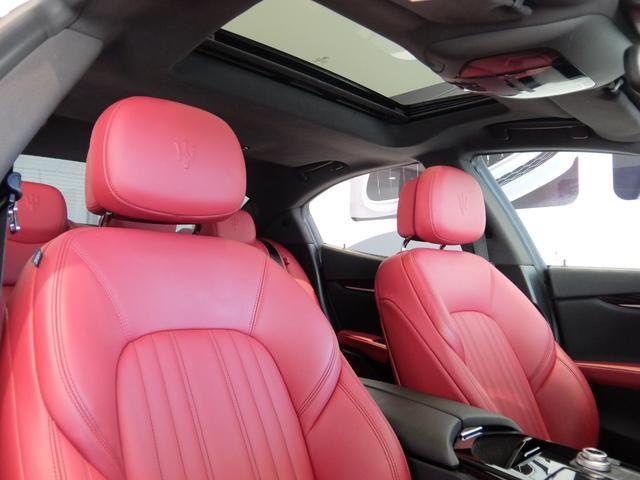 ベースグレード GranLusso 左ハンドル 赤革 ナビ ETC 19AW 新車保証継承(15枚目)