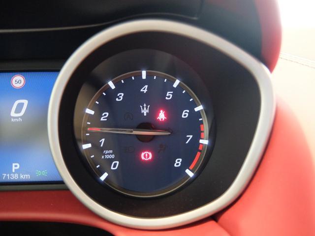 ベースグレード GranLusso 左ハンドル 赤革 ナビ ETC 19AW 新車保証継承(20枚目)