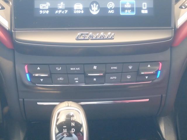 ベースグレード GranLusso 左ハンドル 赤革 ナビ ETC 19AW 新車保証継承(23枚目)