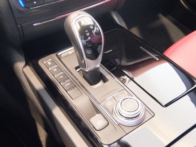 ベースグレード GranLusso 左ハンドル 赤革 ナビ ETC 19AW 新車保証継承(24枚目)