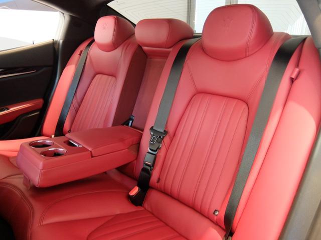 ベースグレード GranLusso 左ハンドル 赤革 ナビ ETC 19AW 新車保証継承(26枚目)