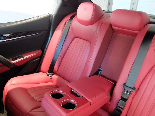 ベースグレード GranLusso 左ハンドル 赤革 ナビ ETC 19AW 新車保証継承(27枚目)
