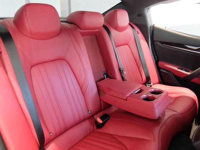 ベースグレード GranLusso 左ハンドル 赤革 ナビ ETC 19AW 新車保証継承(28枚目)