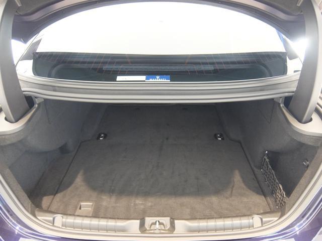 ベースグレード GranLusso 左ハンドル 赤革 ナビ ETC 19AW 新車保証継承(30枚目)