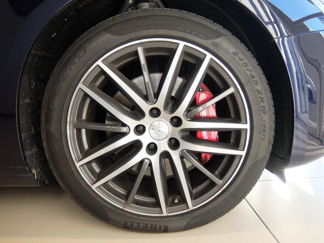 ベースグレード GranLusso 左ハンドル 赤革 ナビ ETC 19AW 新車保証継承(32枚目)