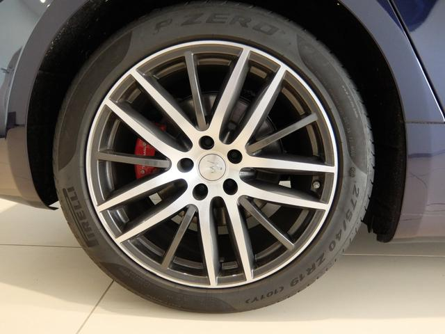 ベースグレード GranLusso 左ハンドル 赤革 ナビ ETC 19AW 新車保証継承(35枚目)