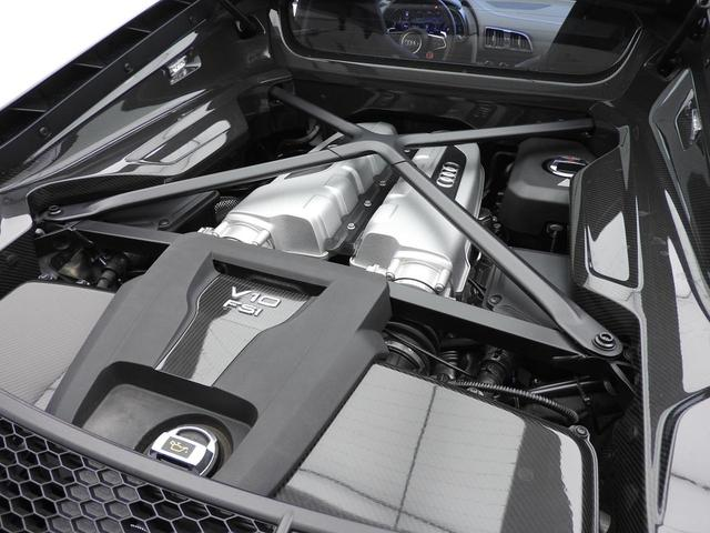 V10プラス 5.2FSIクワトロ ダイナミックステアリング(14枚目)