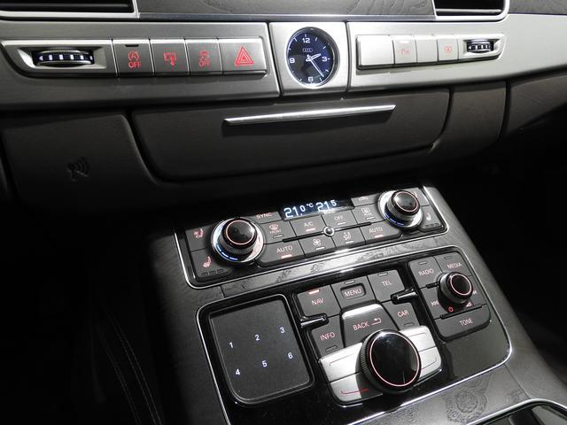 アウディ アウディ A8 4.0TFSIq サンルーフ デザセレ プレセンス 認中車