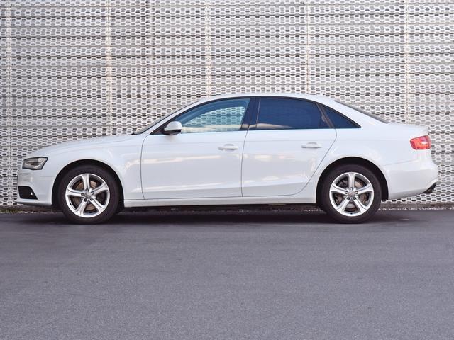 中古車展示場は新車ショールームに隣接、常時30台以上の厳選されたAudi車がございます。