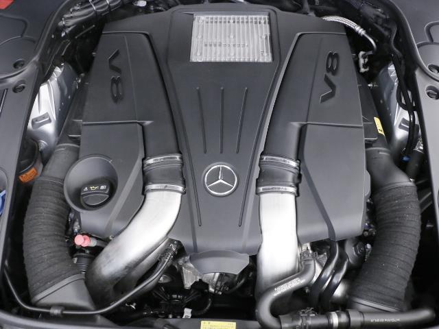 AMGスポーツパッケージ:AMGスタイリングパッケージ(フロントスポイラー・サイド&リアスカート)、19インチAMG5スポークアルミホイール他。詳しくはお問い合わせ下さい