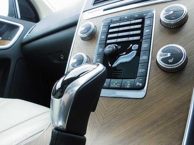 ボルボ ボルボ XC60 D4 クラシック 安全装備・クリーンディーゼル・サンルーフ