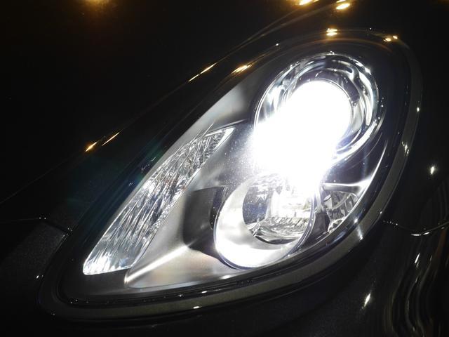 広範囲を照射し高い視認性を誇るキセノンヘッドライトを装備しておりますので夜間のドライブも安心です!!フロント及びリアにはLEDフォグランプも装備しております!!045-348-3232