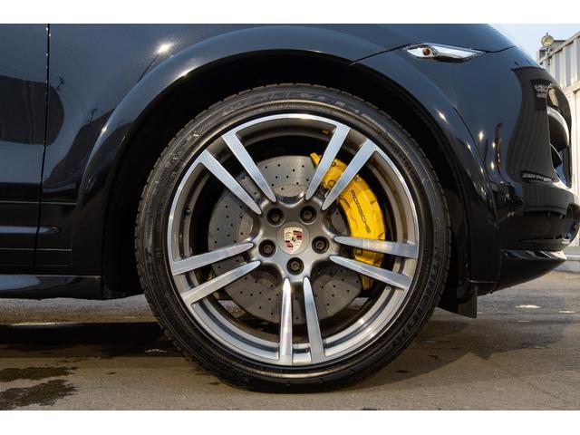大人気の純正ターボII21インチアルミホイールを装備!ブレーキは高価オプションのPCCBを装着!パッドとローターは自身で乗っている間は交換不要!コストパフォーマンスにも優れております!!