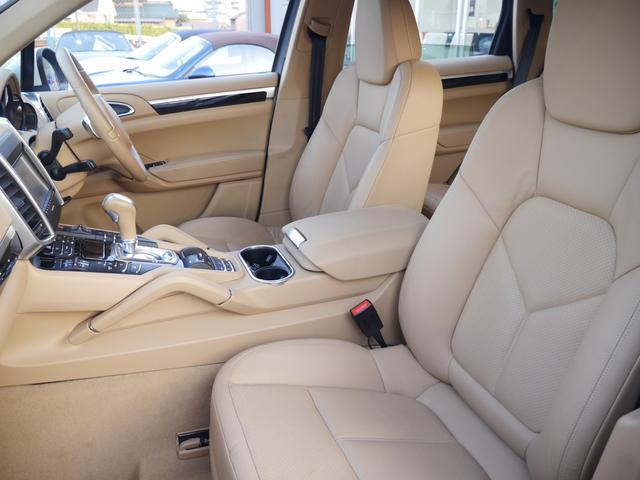 ホールド性に優れたシートには上質なベージュレザーパワーシートを装備!寒い時期に大変役立つシートヒーター機能も全席に搭載しています!汚れ等もなく非常に綺麗な状態を維持しています!045-348-3232