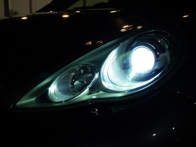 夜間走行時の視認性に優れたライトウォッシャー付きキセノンヘッドライトを装備!スタイリッシュなLEDドライビングライトや悪天候時に役立つLEDリアフォグランプも装備しております!045-348-3233