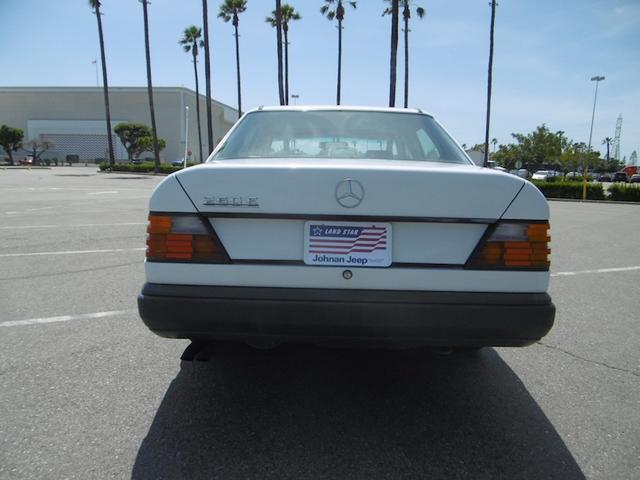 南カリフォルニア1オーナー 260E ベージュ内装左ハンドル(16枚目)