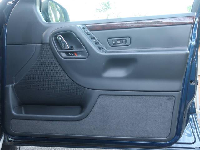 リミテッドV8 4WD サンルーフ バックカメラ 革シート オーディオ付 DVD ETC 5名乗り クルコン パワーシート 紺 AT AC パワーウィンドウ(11枚目)