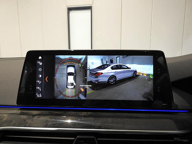 パーキングアシストプラス/3D+トップ&サイド&リアビューカメラと前後障害物センサー(PDC)装備、さらにパーキングアシスト付きなので、駐車をサポート
