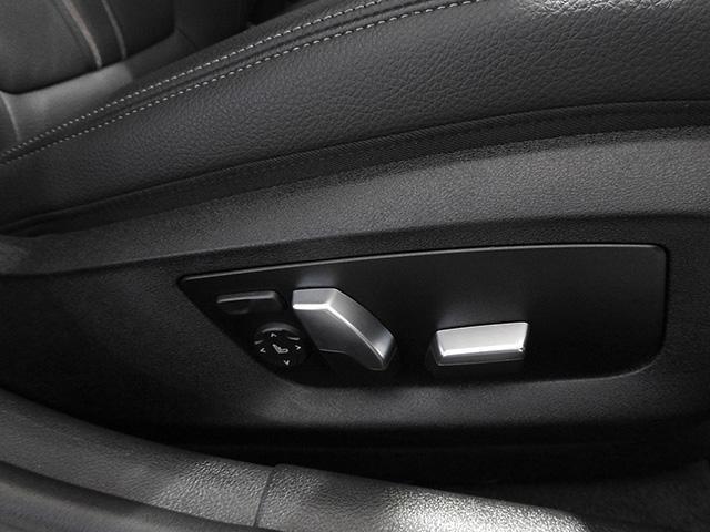 レザーシート&前後シートヒーター&シートメモリー付き電動調整パワーシート