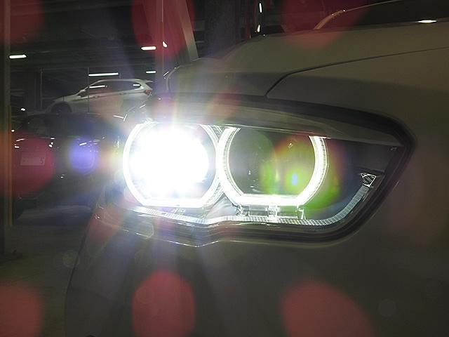 LEDヘッドライト&フロントフォグランプ LEDは太陽光に近く優れた視認性を発揮。キセノンに比べて明るさと範囲範囲が向上し、消費電力も低減のため省燃費に貢献