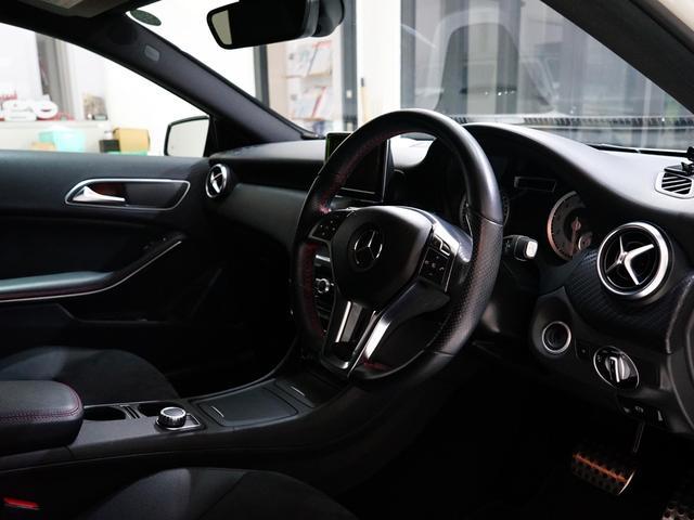 A180 スポーツ ナイトPKG 正規ディーラー車 1オーナー カルサイトホワイト 右ハンドル 純正ナビ&TV Bカメラ ETC メモリー付きPシート/D ディストロニック+ AMG18インチAW(3枚目)