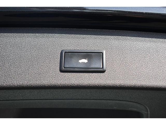 ●オートマチックテールゲート『ボタン一押しで重たいドアの開閉が可能です!』