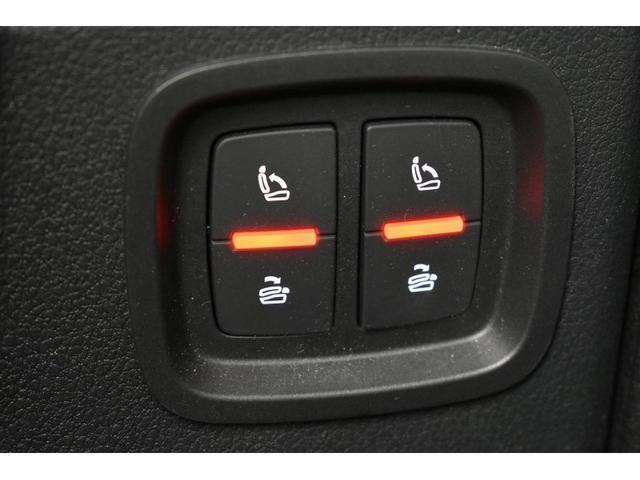 ●サードシート開閉ボタン『ボタン一つでサードの開閉が可能です。』
