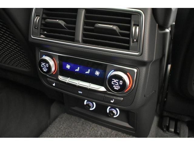 ●4ゾーンオートマチックエアコンディショナー『運転席、助手席はもちろん、後席でも温度調整が可能な4ゾーン仕様です。』