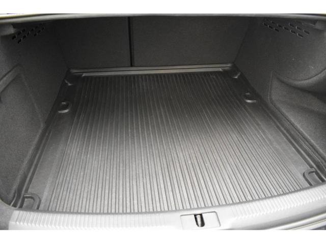 2.0TFSI パーシャルレザーシート アシスタンスパッケージ アダプティブクルーズコントロール シートヒーター Bluetooth サイドアシスト 17インチアルミホイール オートライト バイキセノンヘッドライト(18枚目)