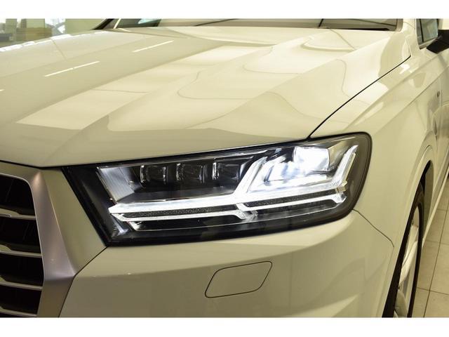 マトリクスLEDヘッドライト『複数のセンサーとカメラによって他車や歩行者を検出。ドライバーや歩行者の視界を妨げることが無いように、約1億通りの自動配光が可能です。』