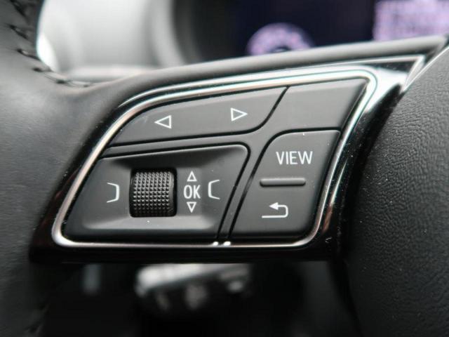 ステアリング左側にはオーディオなどのスイッチが付いておりますので、お手元で操作が可能です。』