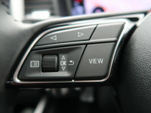 ●『ステアリング左側にはオーディオなどのスイッチが付いておりますので、お手元で操作が可能です。』