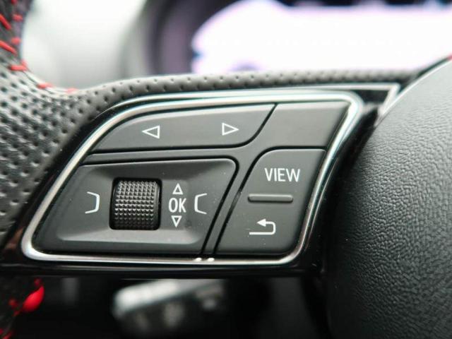 『ステアリング左側にはオーディオなどのスイッチが付いておりますので、お手元で操作が可能です。』