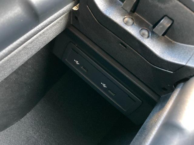 ETC2.0車載器はグローブボックス内に格納されております!