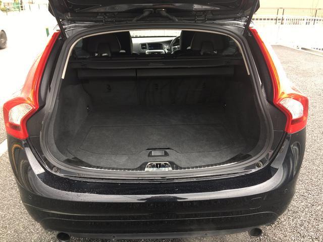 ボルボ ボルボ V60 T4 SE 黒革シート 純正ナビ
