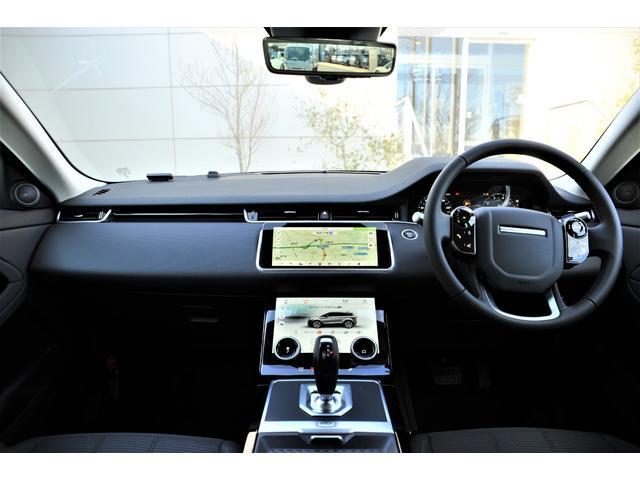 シンプルなコクピットに最新インターフェースでドライバーをサポート。