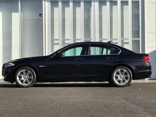 BMW BMW 523i ハイライン 黒レザー 社外18インチアルミ 直6