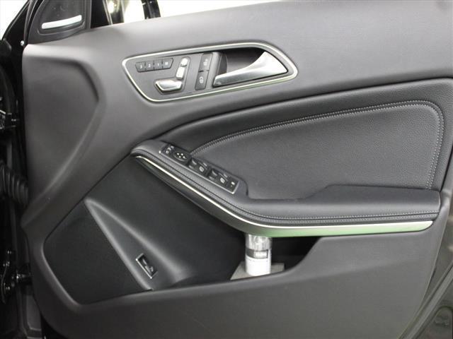 GLA220 4マチック レザーエクスクルーシブパッケージ レーダーセーフティパッケージ 2年保証 新車保証(12枚目)