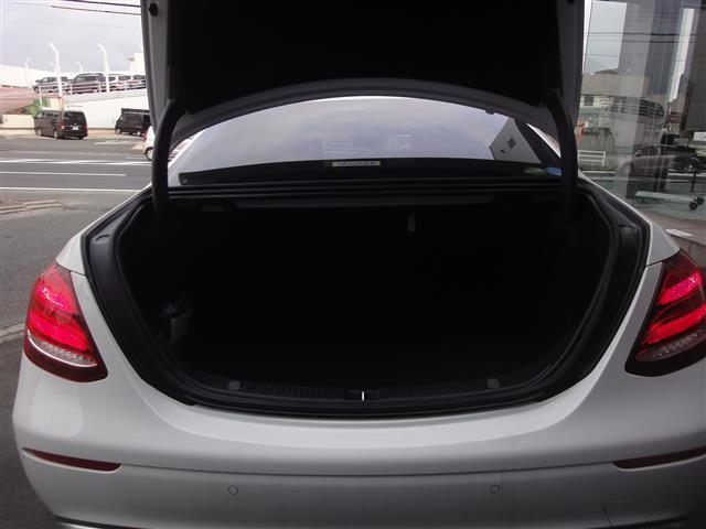 E200 アバンギャルド レザーパッケージ 新車保証(5枚目)