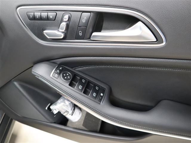 GLA220 4マチック レーダーセーフティパッケージ レザーエクスクルーシブパッケージ 2年保証 新車保証(15枚目)