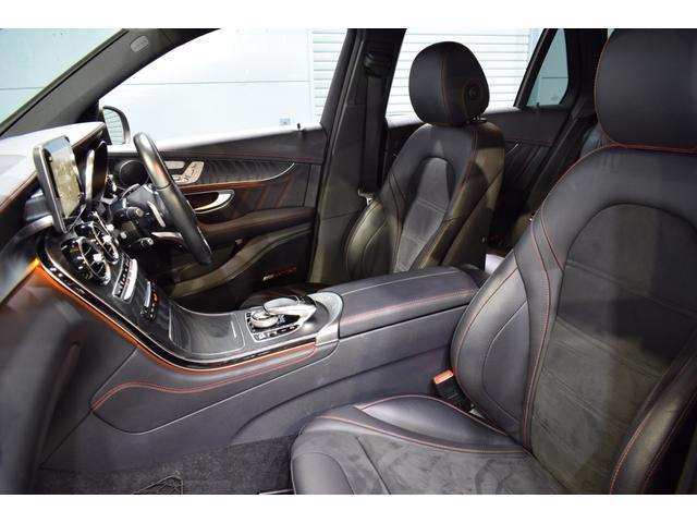 運転席には低走行車両ならではの綺麗な状態を維持したレッドステッチ入りブラックコンビレザーシートを装備!メモリー機能、シートヒーター、ランバーサポートと多機能設計!