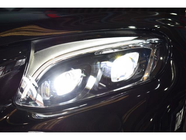 視認性に優れたLEDヘッドライトを搭載!インテリジェントライトシステムやアダプティブハイビームなど多機能なライティングシステムです!